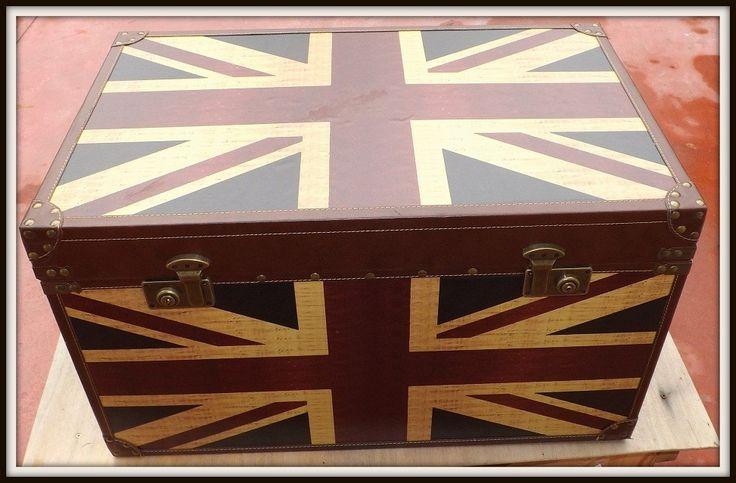 Baule Iin legno rivestito in skyRivestito Bandiera stile ingleseFlag English style!!!Arreda la tua casa con qualcosa di esclusivo!!!  cm 70x43x40h  Le piccole imperfezioni che si possono riscontrare sono la garanzia di un oggetto lavorato a mano