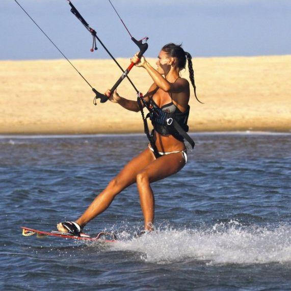 Есть такое распространенное заблуждение - утверждение, что кайтсерфинг – это мужской вид спорта. Очень даже наоборот - твое тело преобразится, ты можешь есть что захочешь, постигнешь дзен, пляж станет стилем жизни, а все мужчины падут к твоим ногам! Вот почему тебе стоит начать учиться кайтбордингу!  Индивидуальное Кайт Обучение. Вьетнам, Веселовка. WhatsApp, Viber +79897724274 Вьетнам +841679056310 Трансфер, размещении @pama13_kite Спасибо за доски @mdayboards https://vk.com/pama13 ...