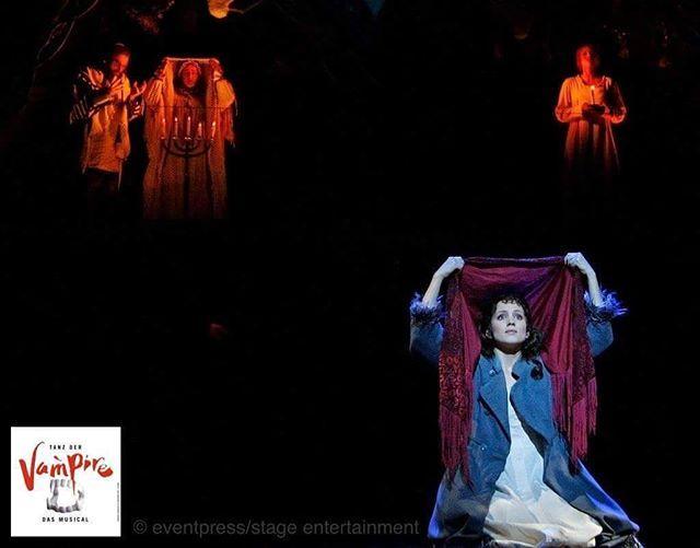 """Diese Woche gibt's endlich mehr Infos zu TANZ DER VAMPIRE in Berlin! Die Premieren- sowie die Pre View Tickets wird es wohl ab dieser Woche geben. Für mehr Infos Abonniert """"Tanz der Vampire - Deutschland"""" auf Facebook und @theaterdeswestens !! • • •  More Information about Tanz der Vampire in Berlin are gonna be published this Week! Follow """"Tanz der Vampire - Deutschland"""" on Facebook and @theaterdeswestens !!"""