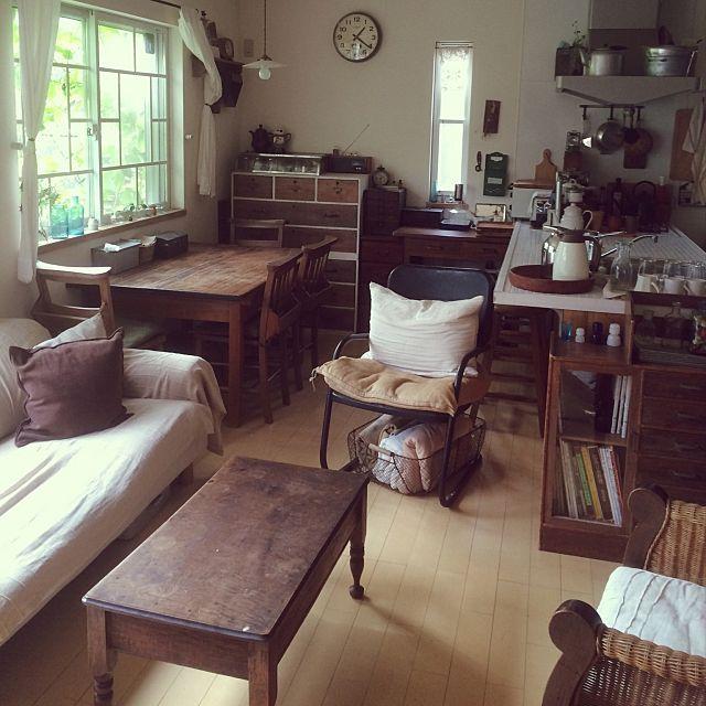 女性で、3LDKのレトロ/懐かしい風景/JUNK/男前/収納/カフェ風…などについてのインテリア実例を紹介。「我が家は5人家族なので、大きな布張りのソファの他に、アイアンのソファ(椅子?)と籐のゆったりソファ、1人掛けのソファを2脚置いています。」(この写真は 2015-03-30 17:05:33 に共有されました)