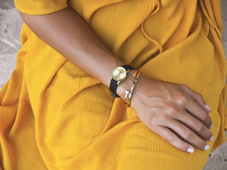 Les Partisanes - L'Insouciante dorée, bracelet vernis noir.  #lespartisanes #watch #womenwatch #paris #madeinfrance