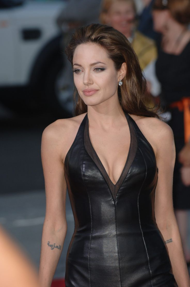 Actress ANGELINA JOLIE at the world premiere of her new movie Mr & Mrs Smith. June 7, 2005 Los A...