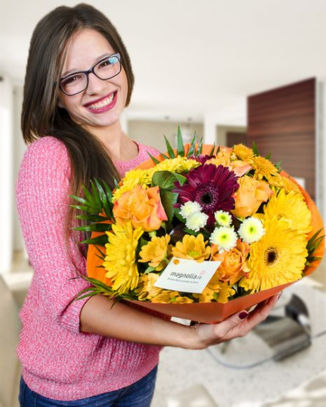 Mix bouquet with roses, gerbera and chrysanthemums