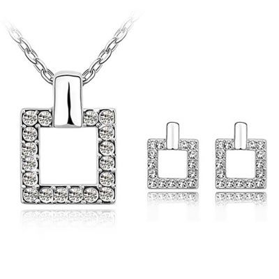 Mooch and Co Australia – Rings, Dress Rings, Cocktail Rings, Bracelets, Pearl Bracelets, Necklaces, Earrings, Clip On Earrings, Pearl Earrings, Silver Earrings, Silver Pendants, Fashion Accessories Australia