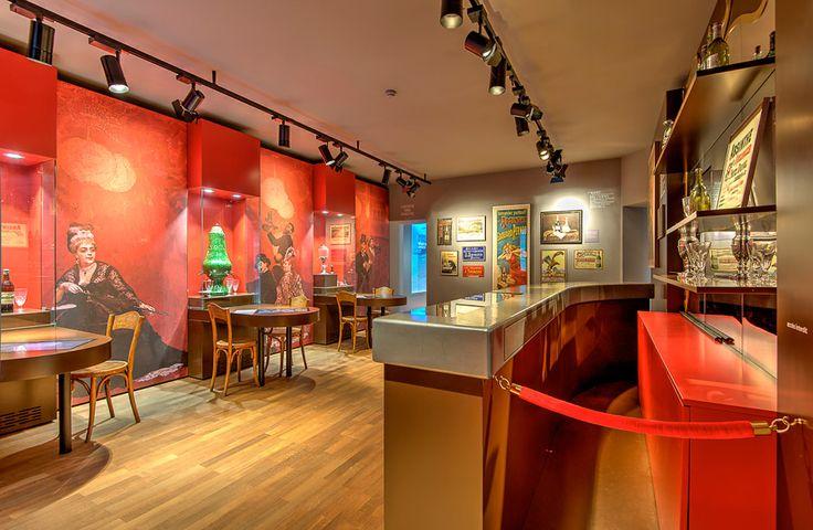 Am 1. März 2015 ist es genau zehn Jahre her, seit Absinth in der Schweiz wieder legal hergestellt werden darf.  Zu diesem Anlass wird im Absinthe Museum in Môtiers gefeiert: www.maison-absinthe.ch www.absinthe-shop.ch