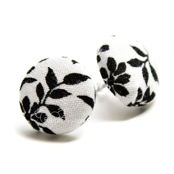 versatile fabric buttons - great for jewelry!: Diy Buttons, Fabrics Earrings Diy, Diy Fabrics, Cute Earrings, Fabrics Covers Buttons, Studs Earrings, Earrings Tutorials, Buttons Earrings, Fabrics Buttons