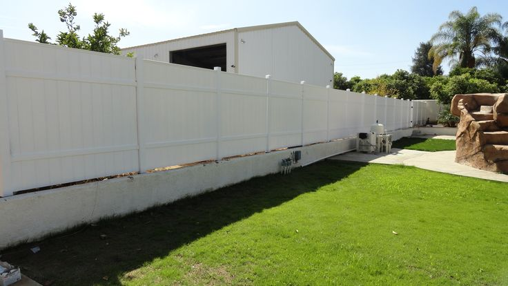 Cum sa montezi un gard din vinil. Simplu si rapid !