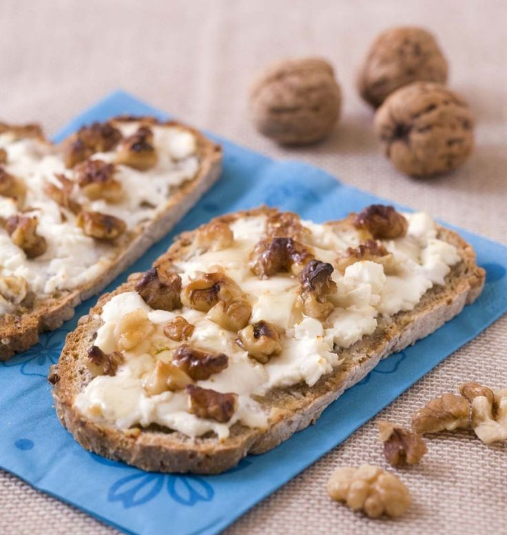 Tartines au chèvre frais, noix et miel - Ôdélices : Recettes de cuisine faciles et originales !