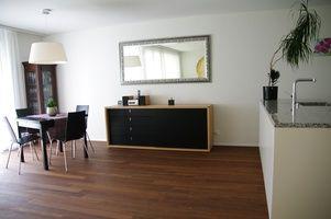 Moderne 3.5 Zimmerwohnung mit Garten in Rümlang.