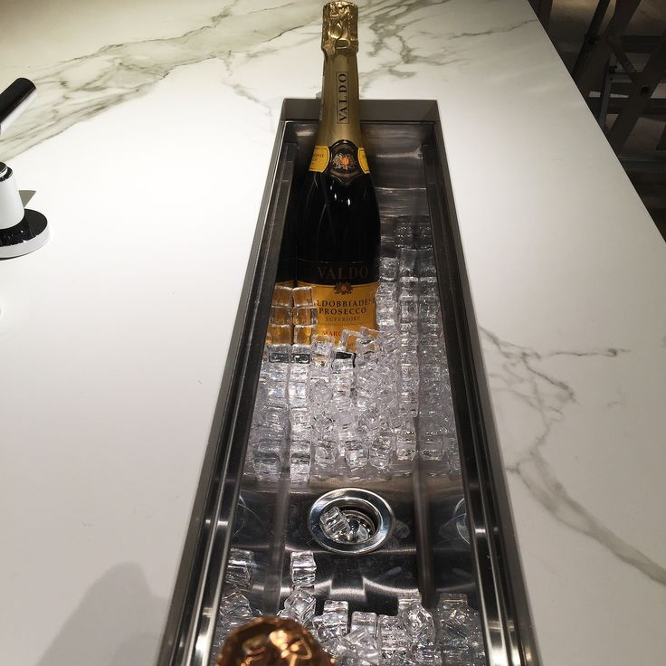 Underlimt champagnekjøler, Sigdal Kjøkken AS. Utstilling hos Studio Sigdal Fredrikstad. Designer: Nina Th. Oppedal
