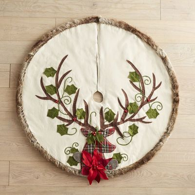 The pretty, plaid deer on our faux fur-trimmed tree skirt puts the perfect finishing touch on your woodland-inspired holiday decor. Complete with a pinecone and leaf design, it has all the classic elements of traditional Christmas style with a uniquely modern appeal.