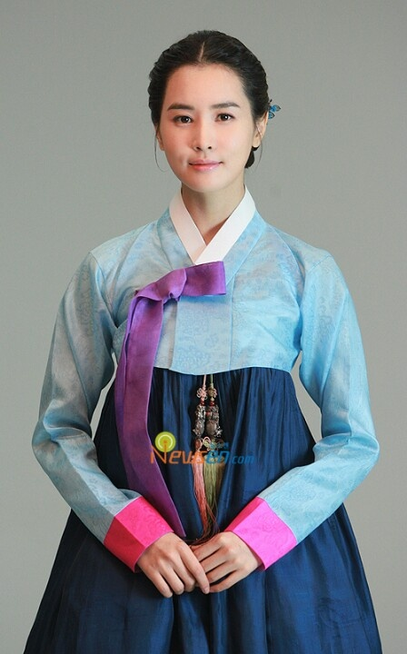 Korean actress leedahae in hanbok #hanbok- print ribbon and norriage onto shirt or have ribbon be real and norriage printed