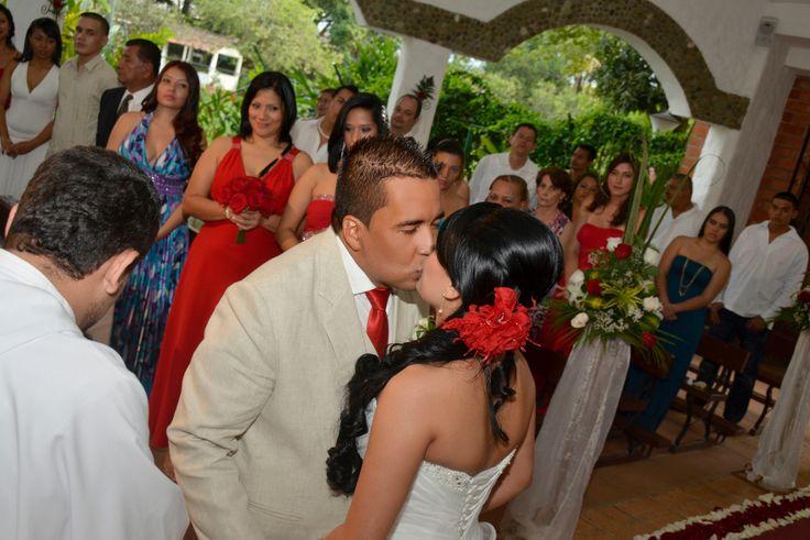 Una imagen de perspectiva de la ceremonia de la boda. #FotografosDeBodasEnCaliColombia
