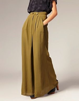 This high waisted wide leg pant is going to be big this season and I LOOOVEEE it!