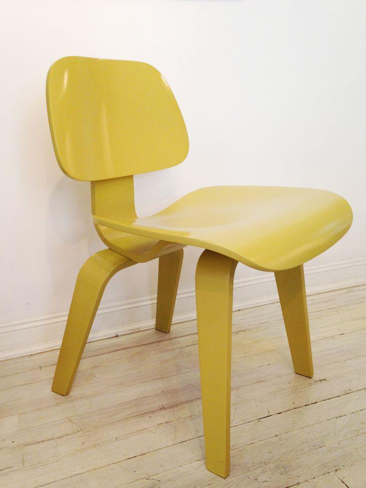 Un clásico reinventado. Silla Eames en color dijon. #solsken #deco #homedesign #eames www.solsken.com.ar