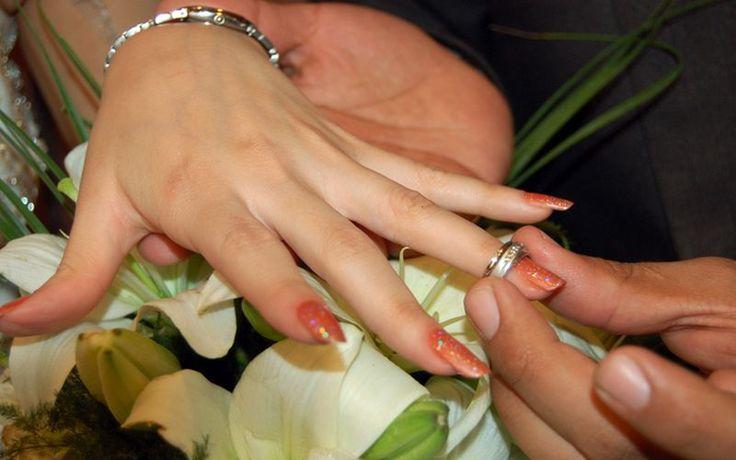 8 Inspirasi Cantik Cincin Pertunangan dari Desainer Kondang