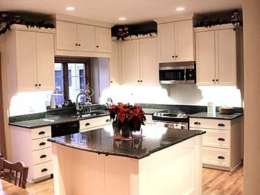 Kitchens: Dreams Kitchens, Black Countertops, Black And White, Kitchens Plans, Cabinets Styles, New Kitchens, White Cabinets, Kitchens Cabinets, White Kitchens