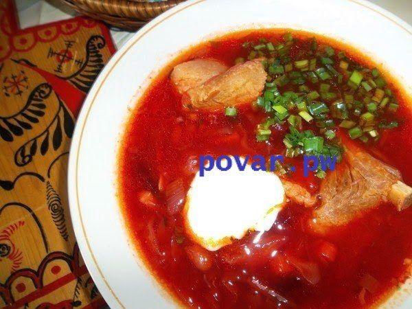 Борщ со свежей капустой  Ингредиенты:  свинина (мясо на косточке или ребрышки) - 500 г капуста - 200 г картофель - 3-4 шт. морковь - 1 шт. лук - 1 шт. помидоры - 1 шт. свекла (небольшая) - 1 шт. фасоль (отварная или консервированная) - 1 ст. чеснок - 2 зубчика томатная паста - 2 ст.л. масло подсолнечное - 3 ст.л. лавровый лист - 2 шт. соль - по вкусу  Приготовление:  Мясо отварить в подсоленной воде (30-40 минут после закипания). Затем добавить в бульон нашинкованную соломкой капусту. Через…
