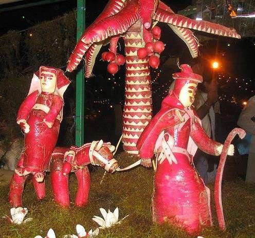Dünyanın en ilginç festivalleri! Kırmızı Turpların Gecesi (Noche de Rábanos)   Meksika'nın Oaxaca kentinde 1897 yılından beri düzenlenen festivalde manavlar kırmızı turplardan çeşitli heykeller yapıyor.En iyi heykeltıraşa ise para ödülü veriliyor.