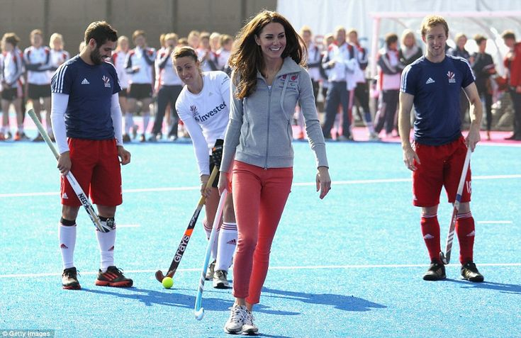 Kate Middleton, Team GB hockey squad, March 15, 2012 - ps. I want those pants!