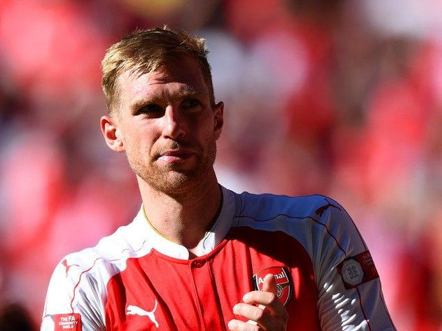 Per Mertesacker: 'My priority is to get a new Arsenal contract'