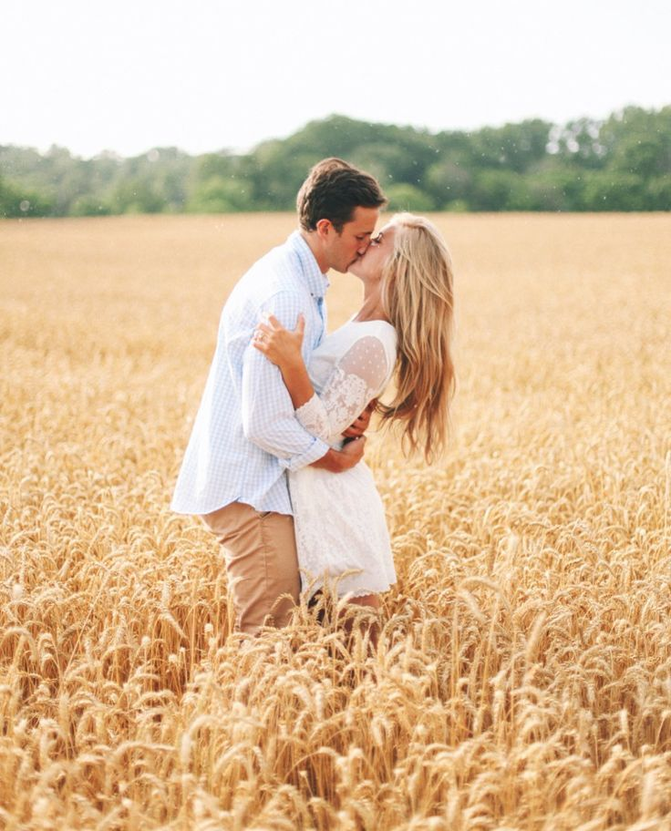 Sarah & Pete Tessa Barton Photography Engagements shot in Knoxville, Tennessee Absolutely beautiful session