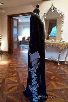 LUXURY COLLECTION Mazyoona Emblemmed Black Abaya Dubai Arabic