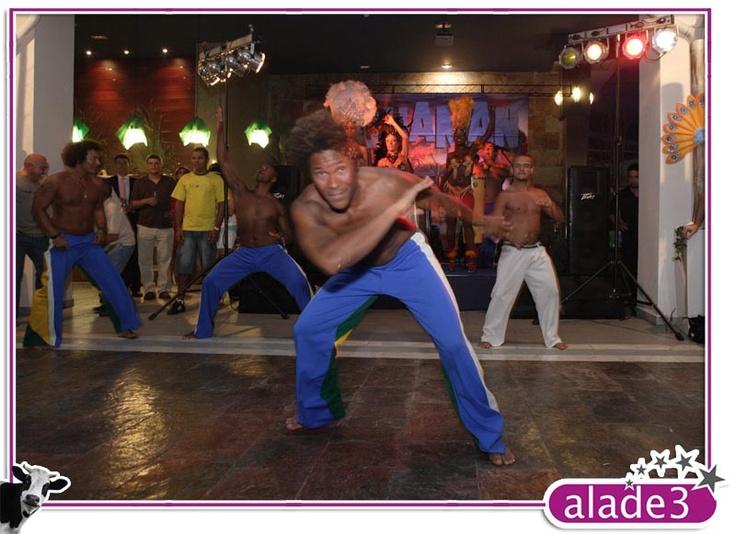 Exhibición de capoira en la fiesta de carnaval de Alade3  www.alade3.es