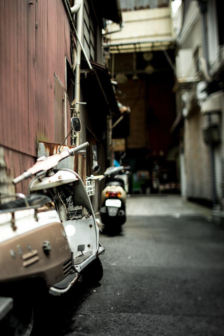 https://flic.kr/p/voBA6o | Back alley in Onomichi, Japan | 尾道フォトウォーク Sigma 28mm F1.8 EX DG ASPHERICAL MACRO & Above Tilt 10°