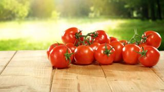 Tomatoes http://www.rodalesorganiclife.com/food/this-is-why-you-should-never-store-tomatoes-in-the-refrigerator/tomatoes