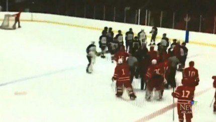 Deux entraîneurs de hockey midget impliqués dans une bagarre avec des joueurs! http://www.danslaction.com/fr/deux-entraineurs-de-hockey-midget-impliques-dans-une-bagarre-avec-des-joueurs/