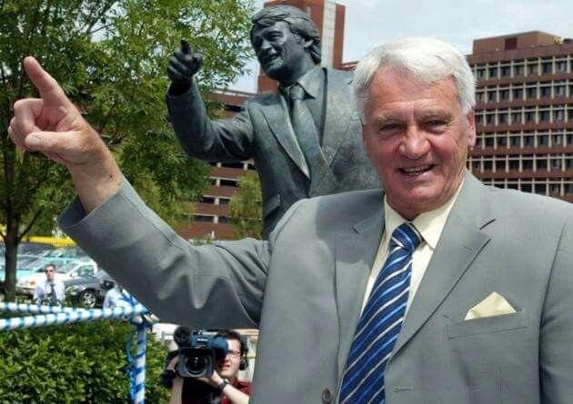 Sir Bobby Robson , Ipswich Town Football Club statue. Portman Road,   Ipswich , England.