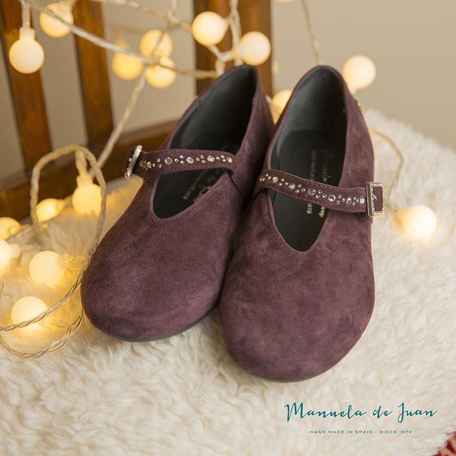 For suede shoes lovers!  Elegant style in burgundy!  Para las amantes de los zapatos de gamuza!  Elegante modelo en burdeos! #manueladejuan #handmadeinspain #autumn #newshoes #newarrival #onlinestore #newstyles #instashoes #highqualityshoes #trendyshoes #exclusive #styles #natural #lining #kidsshoes #shoesforkids #burgundy #lovers #suede