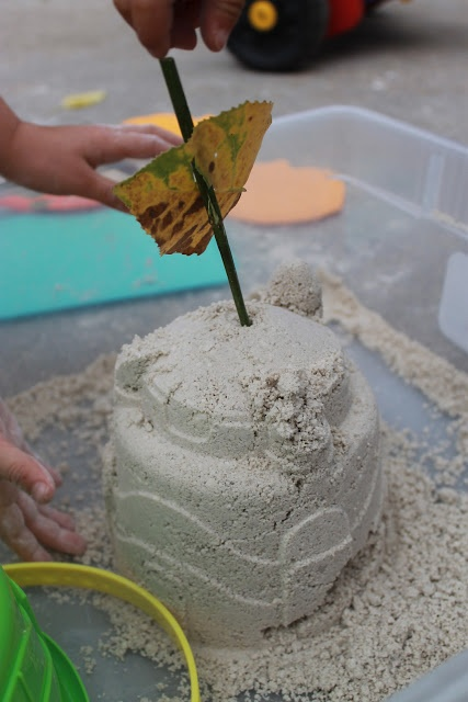 Serving Pink Lemonade: Homemade Moon Sand.  I love this idea: 2 parts play sand to 1 part cornstarch with water to moisten.  Makes perfect sandcastle building medium.  Will try this summer!