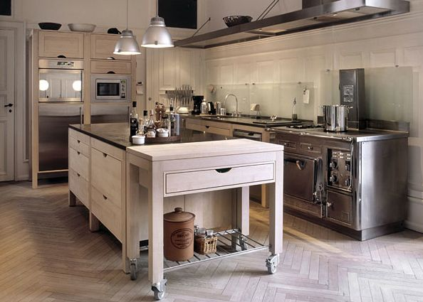 Hansen - superb danish kitchen design - here you see an example made in maple wood.