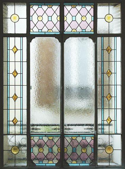 Baie vitrée sur cour - Réalisation sur verre Sahara 4mm rapporté sur DV existant par collage silicone - Films couleur - Cives et cabochons rapportés par collage UV - Honky Tonk Vitrail