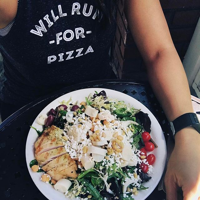 Will run for 🍕, but I didn't run so... Urth 🥗 with grilled 🐔 will do! Soooo hard waking up this morning for an 8:30 am dancehall jam by @hipshakefitness and didn't realize why it was so difficult until I realized it's #daylightsavings⏰ 🙄. #urthcafe #yummy #fitfoods #lowcarb #beverlyhills #fitgirl #tryingtobegood #getinmybelly😋