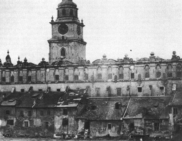 Tzw. Bogate kramy i Sukiennice przed przebudową w 1875 roku przez T. Prylińskiego. Fot. ze zbiorów wawel.net