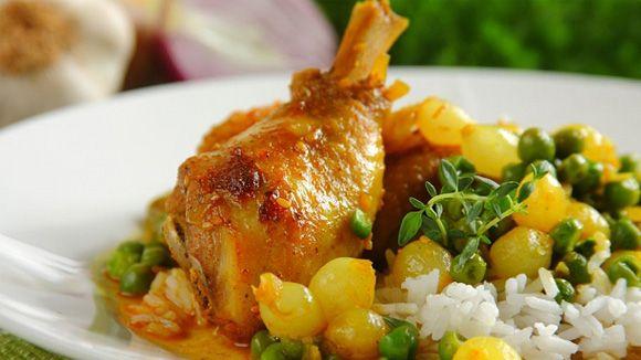 Куриные окорочка с горохом и луком