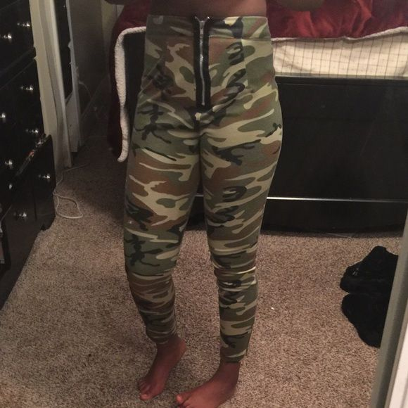 Charlotte Rousse camouflage leggings! Worn only once, high waisted, camouflaged, and can be styled very easily Charlotte Russe Pants Leggings