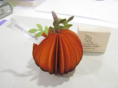 These little DIY pumpkins look really easy and would look great on a Thanksgiving table with place cards!