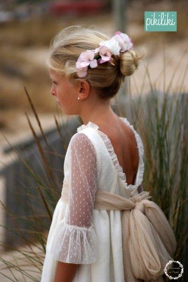 Delicado vestido de #damita de #boda de @Pikiliki
