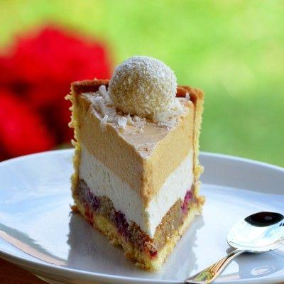 Tort cu mousse de caise, mousse de ciocolata alba si vanilie
