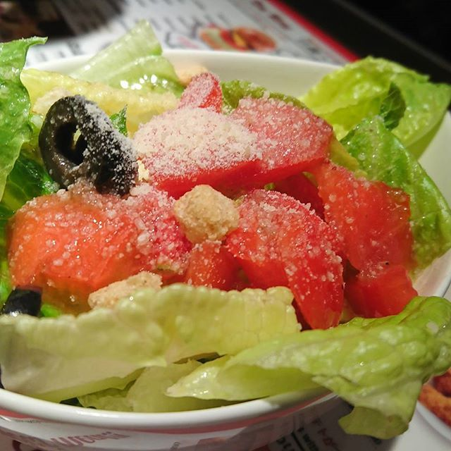 ランチにつくサラダ 至って普通のサラダです。 トマトは赤々。 #東京 #銀座 #ハンバーガー #肉 #うまい #おいしい #食べ歩き #食ベ物 #グルメ #素晴らしい #burger #tokyo #japan #meat #tasty #yummy #delicious #instafood #foodphotography #foodie #fondporn #foodpics #foodies #instagood #foodlover