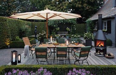 Mit einem Sonnenschirm den Essplatz definieren - Die 15 besten Wohntipps für den Garten 4 - [SCHÖNER WOHNEN]