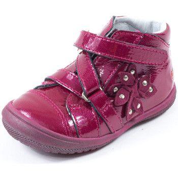 Adorables ces boots framboise GBB ! Exterieur en cuir rose fuschia. Boots a scratch original pour bien tenir le petit pied. Semelle exterieure en elastomere souple rose. Doublure en cuir et semelle interieure en cuir avec voute plantaire. Nos louloutes vont faire des jalouses ! - Couleur : rose - Chaussures Enfant 70,80 €