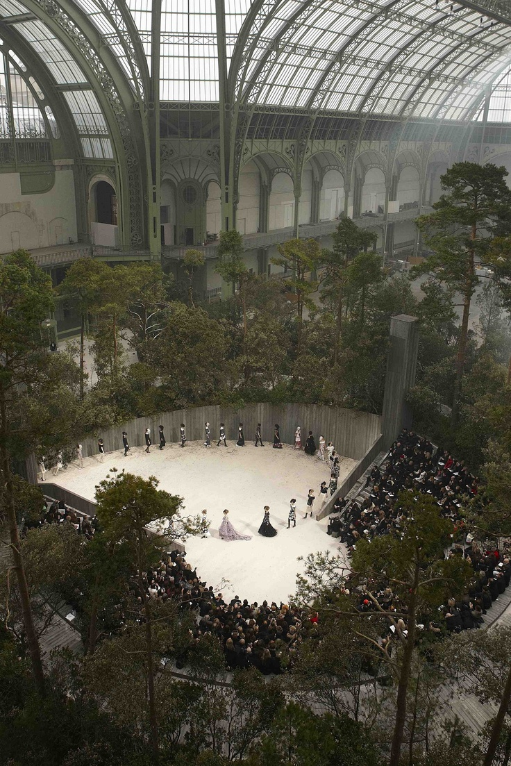 Chanel Haute Couture 2013 Another great aerial view of how their concept and design. I would love to design a runway show and help put the pieces together.
