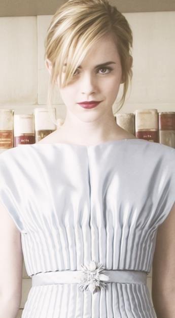 Vine roupa beijinho de festa  Emma Watson ♥ www.privatedetectiveagencydelhi.com
