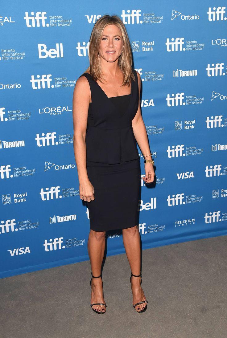 Jennifer Aniston con un vestido de SPORTMAX de la colección OI14/15. - http://www.femeninas.com/jennifer-aniston-con-un-vestido-de-sportmax-de-la-coleccion-oi1415/