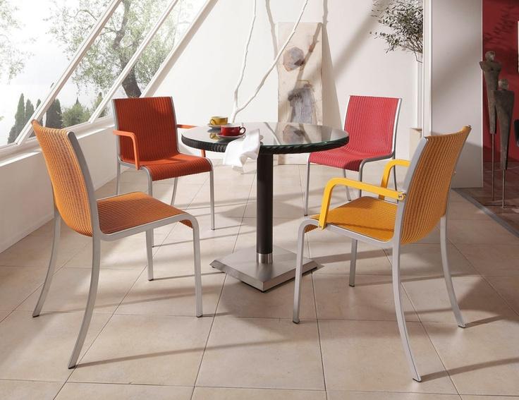 Essstuhl RADO 01 und RADO 02 mit Esstisch HARRYS TABLE